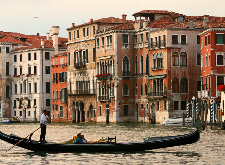 Venice...The land of sheer romance and pure bliss for love birds!