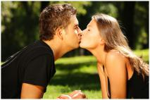 6 Ways to Have a Memorable First Kiss
