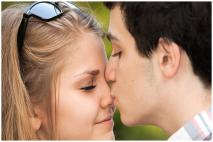 How to Kiss Your Girlfriend : 20 Tips