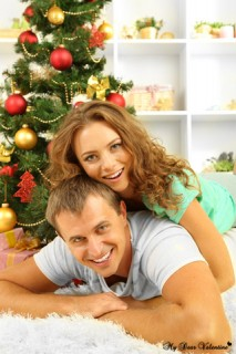Christmas Wallpaper - Couple celebrating christmas